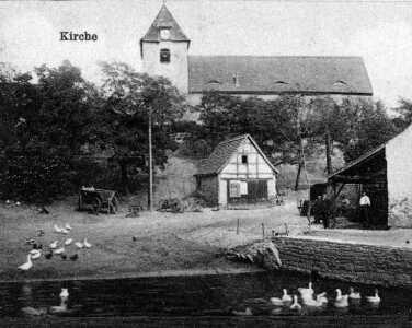 Blick zur Kirche und Schmiede