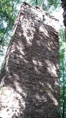 Steinpfeiler Holzzelle